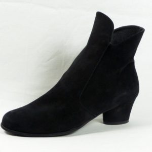 Musaca Black Nubuck Outside